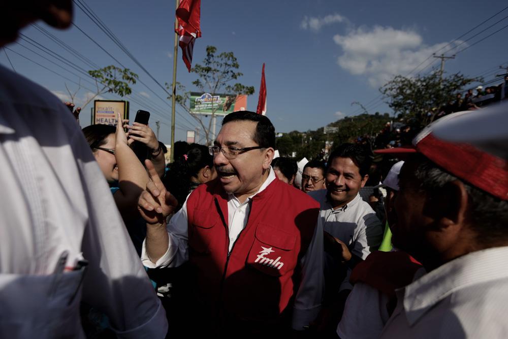El diputado y secretario general del partido FMLNMedardo Gonzáles fue uno de los representantes efemenelistasque acompañaron al alcalde. Foto: Fred Ramos