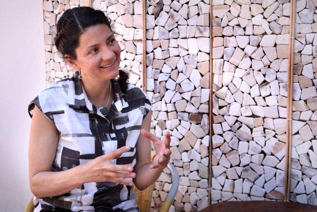Frida Larios, diseñadora gráfica, artista visual e investigadora salvadoreña. Embajadora de la Red Internacional de Diseño Indígena (Indigo por sus siglas en inglés), un proyecto en línea de diseño para promover las raíces culturales.