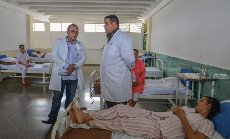 El Combinado del Este tiene sectores separados para hombres y mujeres. En la imagen se aprecia el minihospital en el que se atiende a las internas que ameritan cuidados médicos. Foto Adalberto Roque (AFP).
