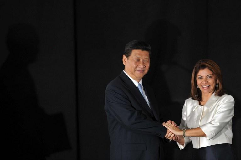 El presidente de la República Popular China, Xi Jinping, y la presidenta de Costa Rica, Laura Chinchilla, durante una reunión en la Casa Presidencial, en San José. Foto Héctor Retamal (AFP).