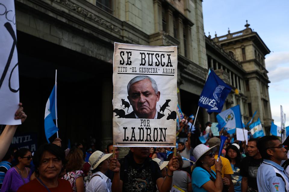 La plaza exigió la renuncia de Pérez Molina