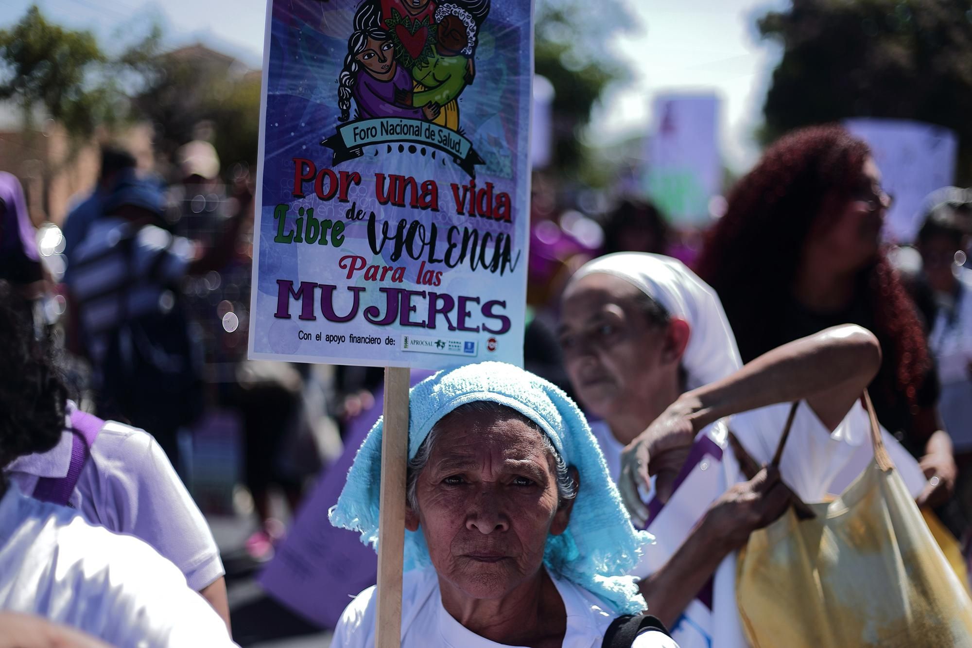 Age did not stop women from uniting to demand rights for women on March 9, 2018. Photo: Carlos Barrera.